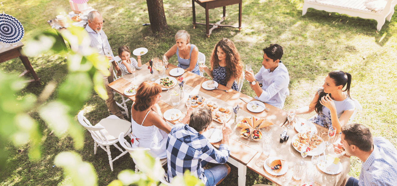 Go-To Guide for Outdoor Entertaining Dinner Image