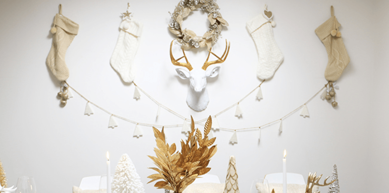 9 DIY Christmas Dinner Displays Deer Featured Image